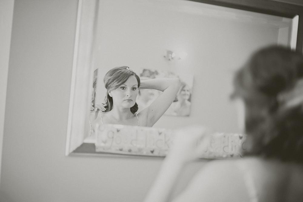 Kingscote_Barn_Tetbury_Wedding_Photographer-3