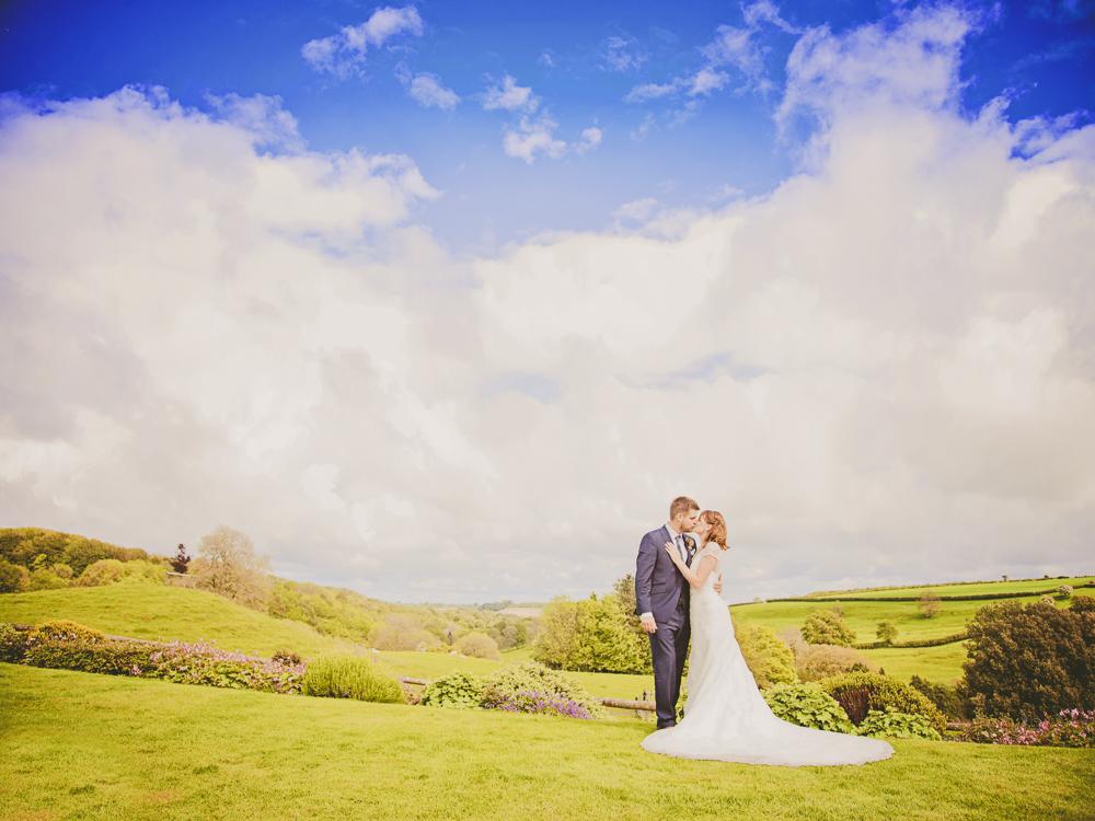 Kingscote_Barn_Tetbury_Wedding_Photographer-41