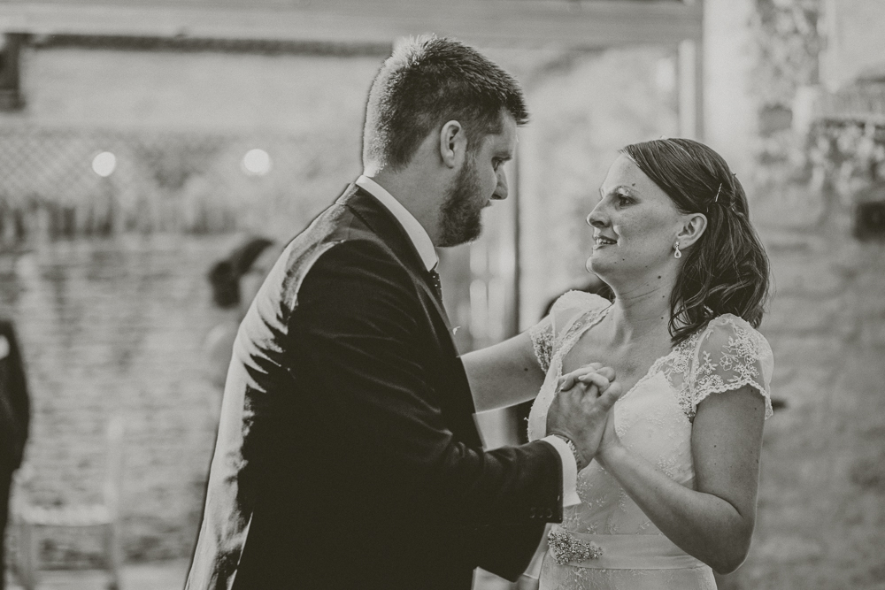 Kingscote_Barn_Tetbury_Wedding_Photographer-56