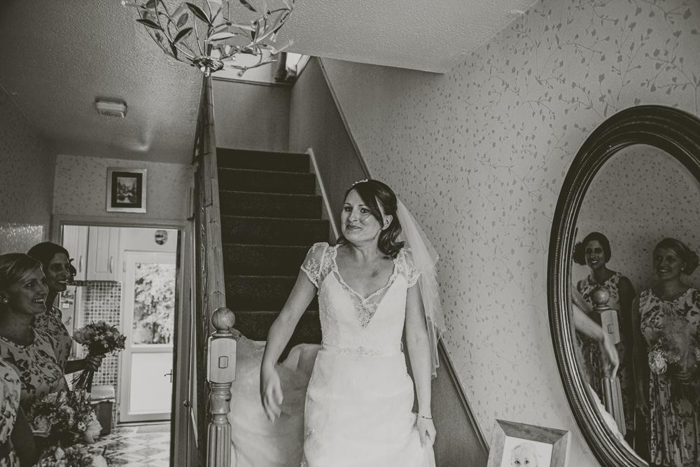 Kingscote_Barn_Tetbury_Wedding_Photographer-7