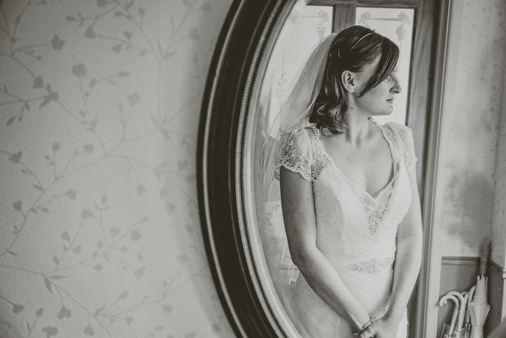 Kingscote_Barn_Tetbury_Wedding_Photographer-8